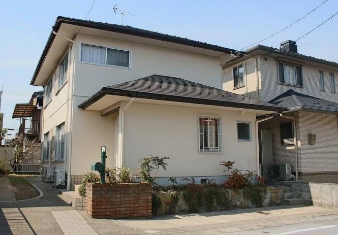 屋根:キャビアブラウン 外壁:SC-08