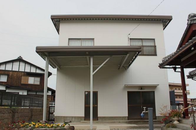 屋根:ガルグレー 外壁:クールホワイト