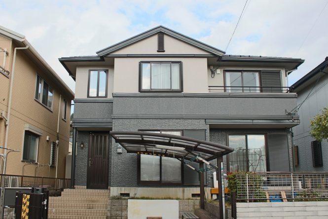屋根:トゥルーブラック 外壁:(上段)バーチグレー (下段)スレートグレー