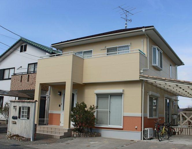 屋根:マホガニー 外壁:(上段)ライトラテ (下段)ワームクレイ