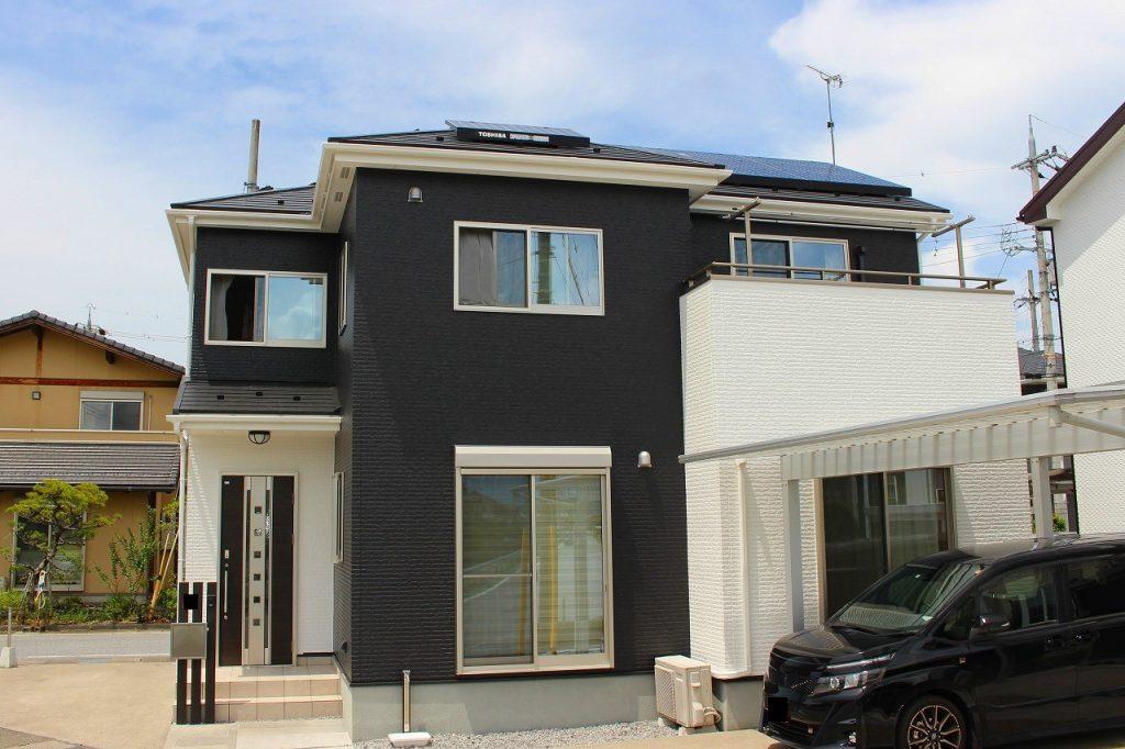グレー系と白のツートンカラーに住宅塗り替え後